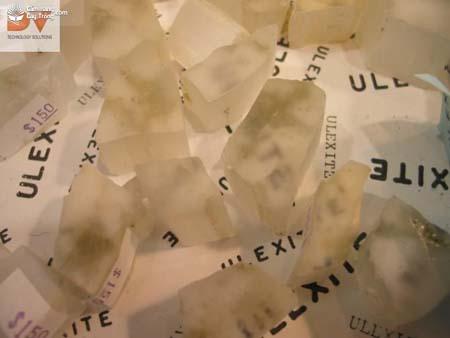 Ulexite NaCaB5O6(OH)6.5(H2O)