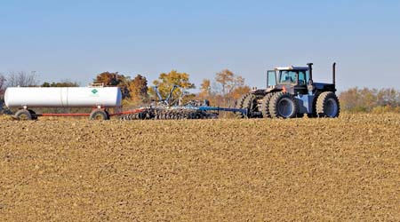 lạm dụng nhiều phân bón hóa học nên làm mất cân bằng dinh dưỡng, thảm đất bị thoái hóa.